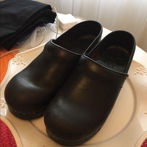 Dansko clogs..,gently worn.Size 7 US